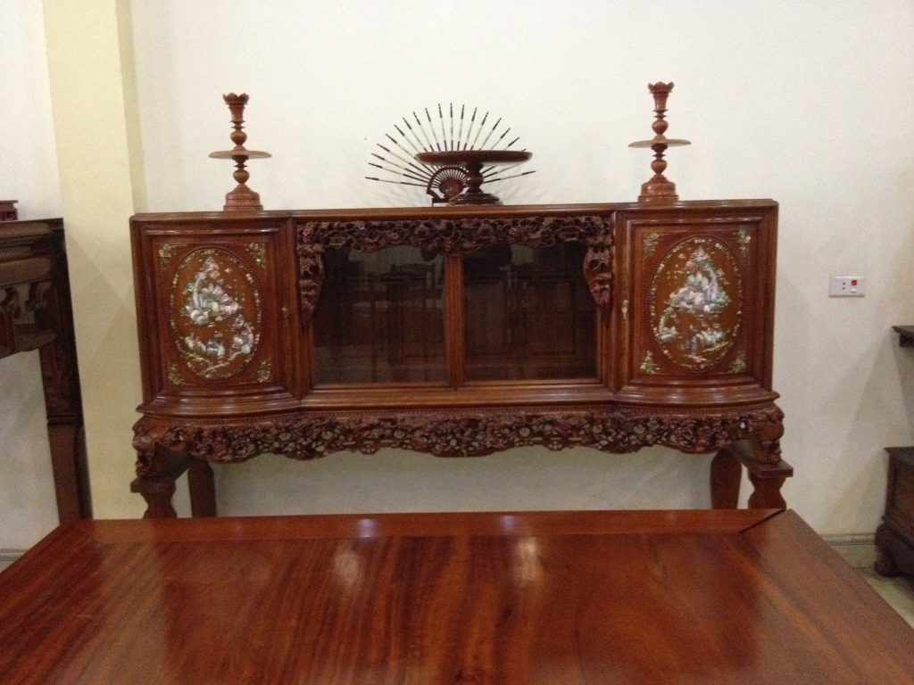 Mẫu tủ thờ ở Nam Định được trạm khắc khảm trai