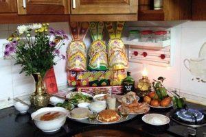 Cách sắp xếp bàn thờ ở bếp hợp phong thủy vượng cho ngôi nhà 1