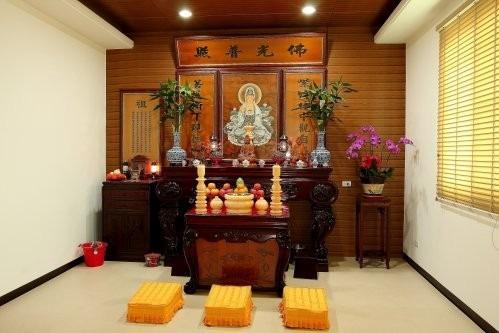 Tủ thờ phật đẹp tại gia để luôn gặp may mắn và bình an 1
