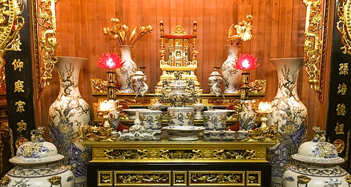 Cách bố trí bàn thờ trong phòng khách hợp phong thủy và đẹp 2