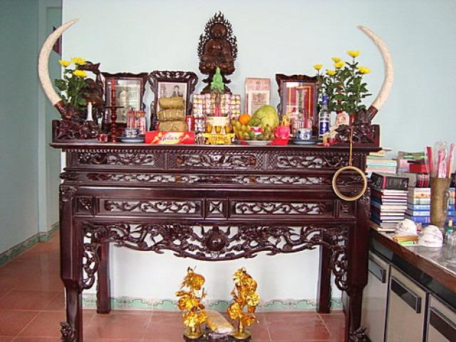 Cách bố trí bàn thờ trong phòng khách hợp phong thủy và đẹp 1