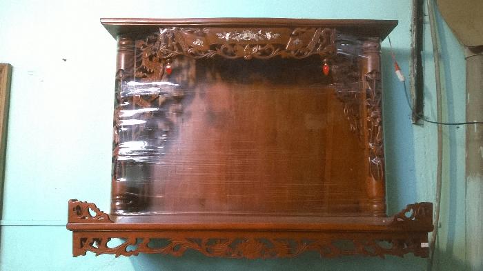 Bàn thờ treo tường có mái chất lượng đảm bảo tại bàn thờ Việt