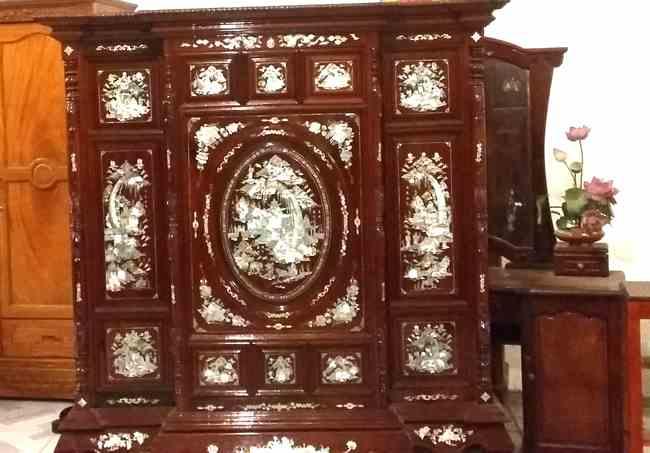 Mẫu tủ thờ ở Tuyên Quang được chạm khắc khảm trai
