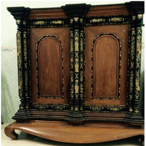 Mẫu tủ thờ cổ xưa được chạm khắc tinh tế