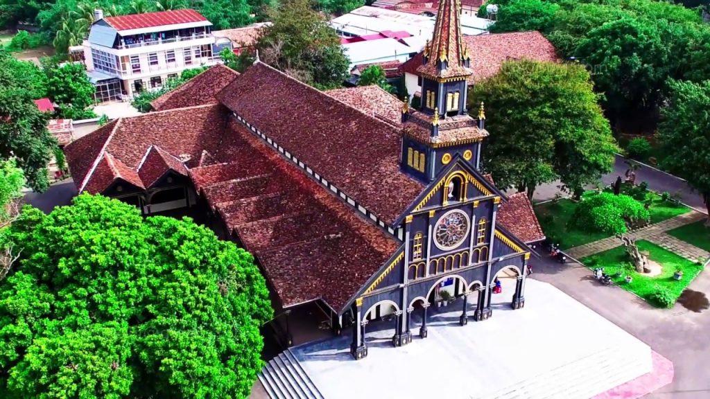 Nhà thờ gỗ Kon Tum là một kiệt tác nghệ thuật