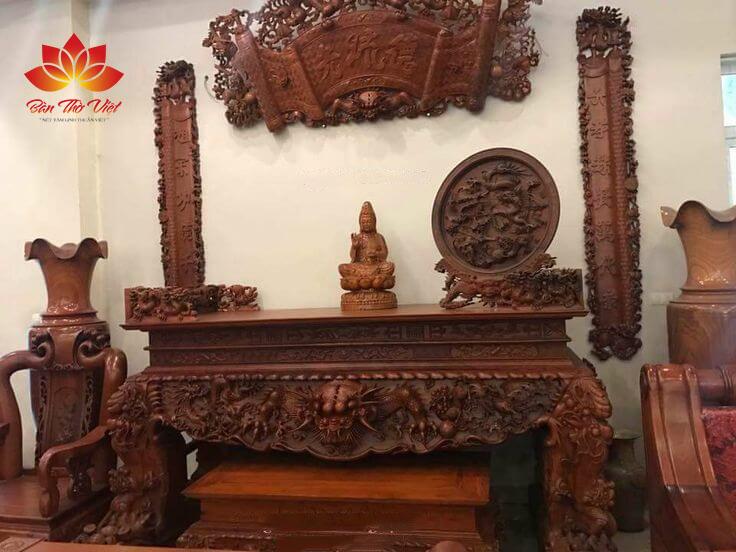 Mẫu nội thất phòng thờ ở Long Biên được thiết kế phù hợp phong thủy gia chủ
