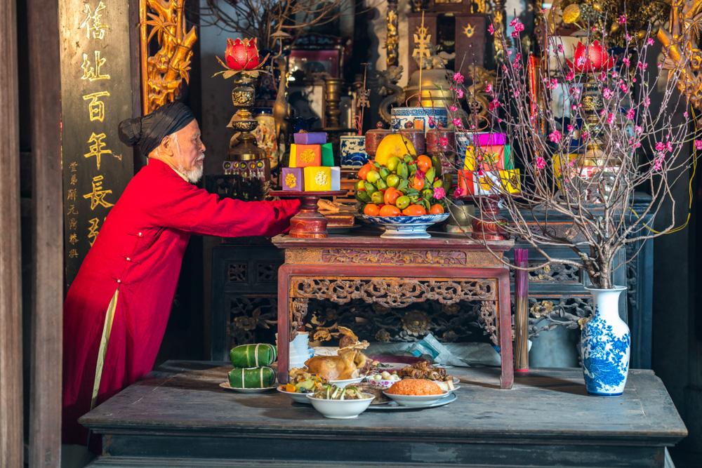 Mở bài phong tục thờ cúng tổ tiên của người Việt